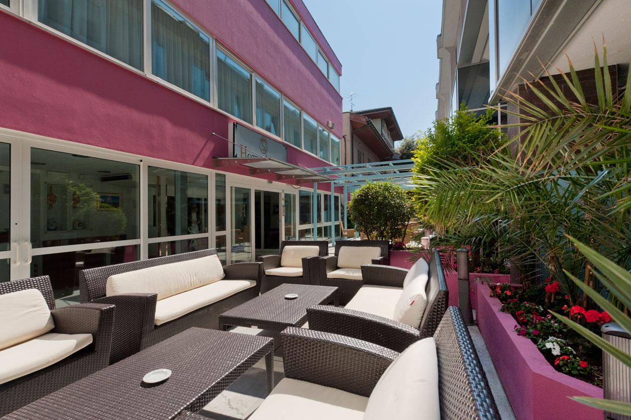 hotel-riccione-giardino-esterno