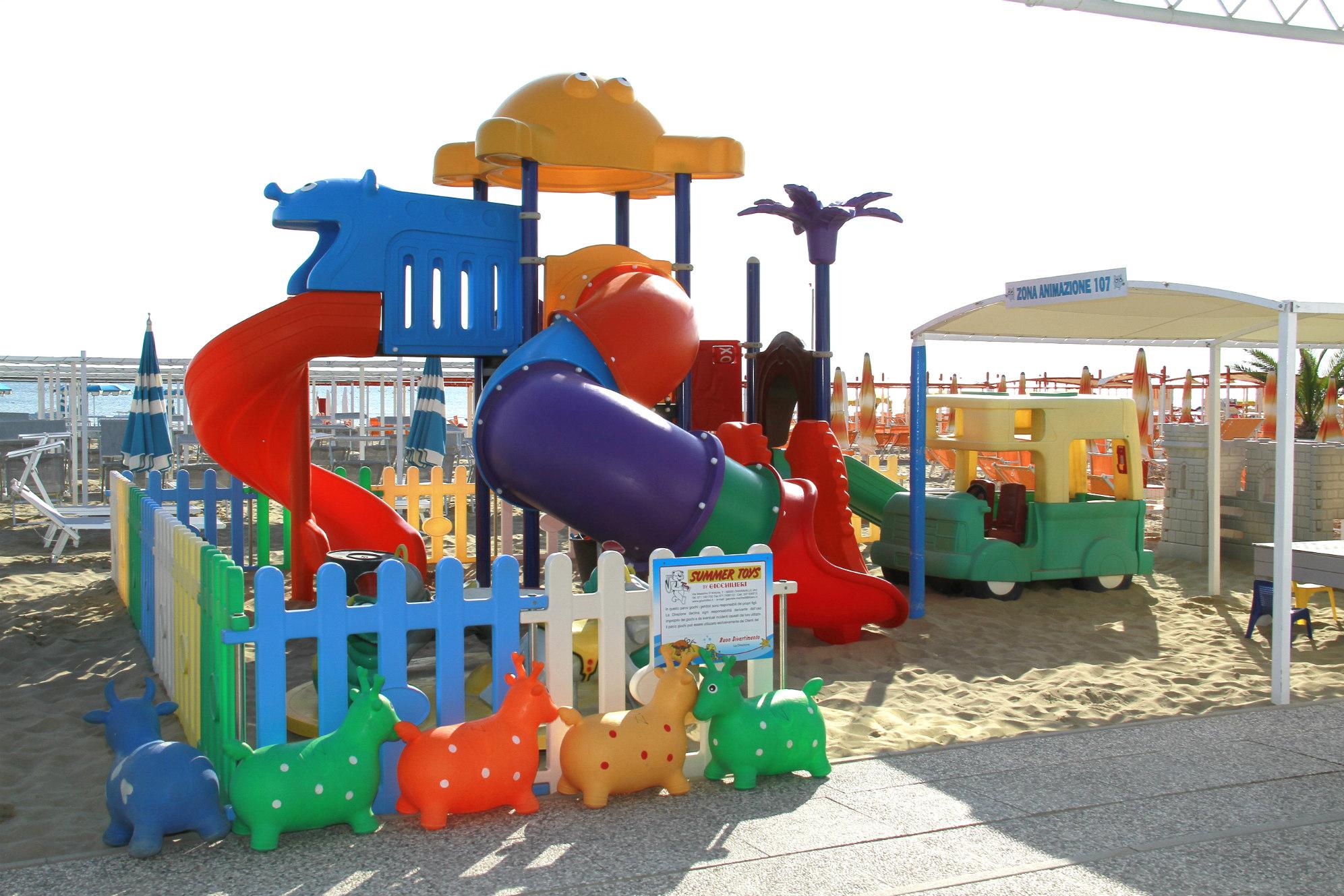 spiaggia per famiglie riccione